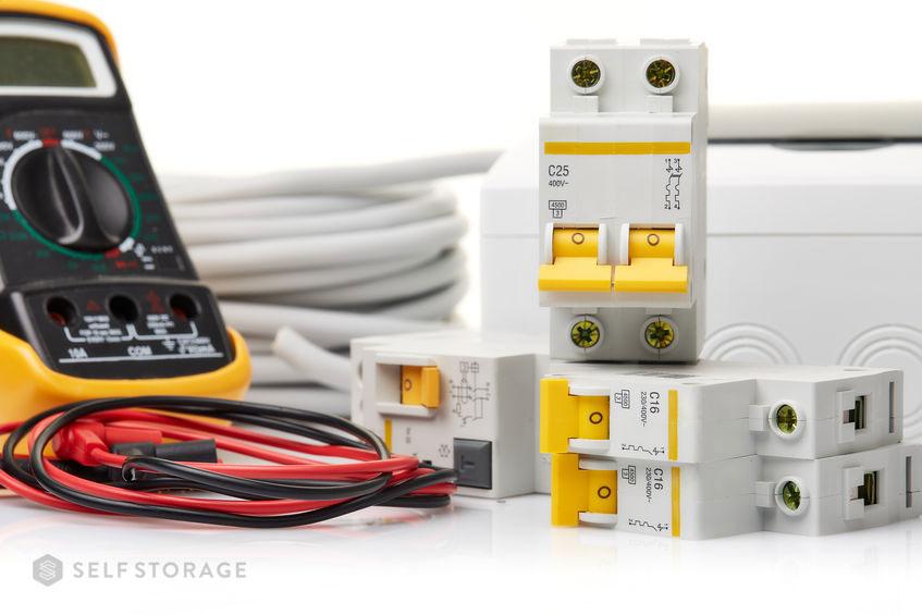 SS-Self-Storage-Veja-quais-sao-os-sinais-de-que-seu-imovel-precisa-de-reforma-eletrica